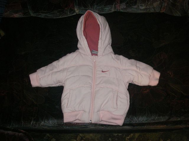 продается курточка Б/У осенне-зимняя на девочку NIKE по бирке - рост...