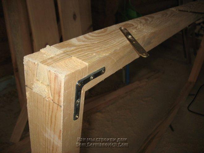 окон.  Крепление дверной коробки решено было сделать по такой же схеме, как крепились обсадные коробки.